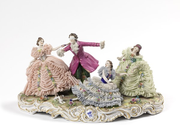Gruppo in porcellana policroma  - Auction N.191  - I, TIME AUCTION - SILVERWARES, PORCELAINS AND FORNITURES - Casa d'aste Farsettiarte