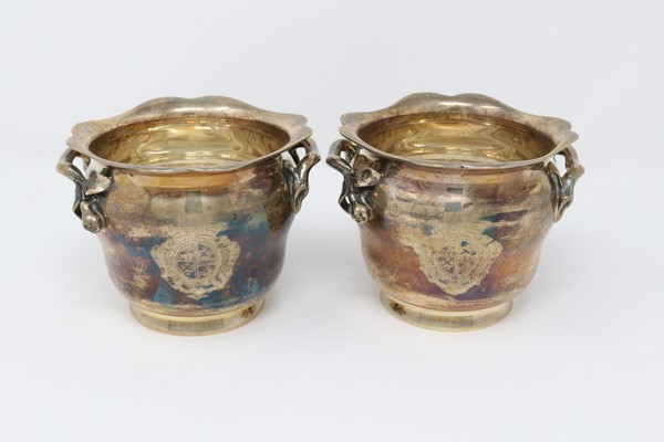 Coppia di piccoli vasi in argento  (fine XIX secolo.)  - Auction N.191  - I, TIME AUCTION - SILVERWARES, PORCELAINS AND FORNITURES - Casa d'aste Farsettiarte