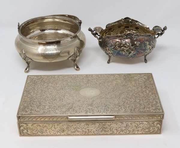 Tre oggetti in argento  - Auction N.191  - I, TIME AUCTION - SILVERWARES, PORCELAINS AND FORNITURES - Casa d'aste Farsettiarte