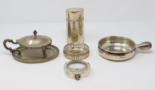 Cinque oggetti in argento  - Auction N.191  - I, TIME AUCTION - SILVERWARES, PORCELAINS AND FORNITURES - Casa d'aste Farsettiarte