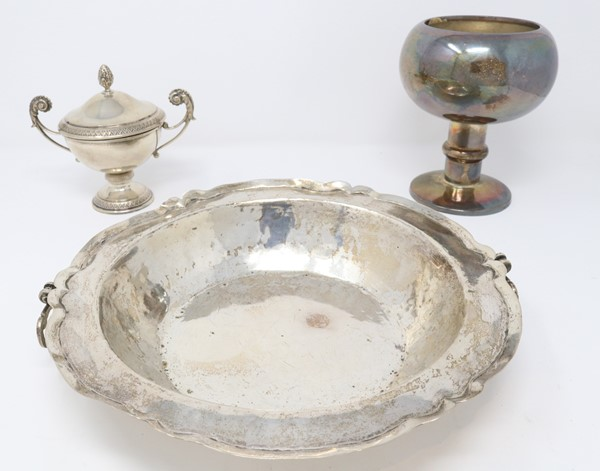 Tre oggetti  - Auction N.191  - I, TIME AUCTION - SILVERWARES, PORCELAINS AND FORNITURES - Casa d'aste Farsettiarte
