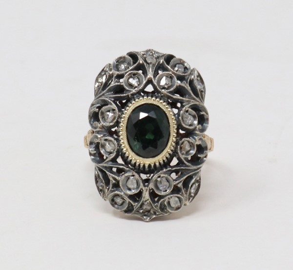 Anello in oro e argento con zaffiro e diamanti  - Auction N.191  - II, TIME AUCTION - JEWELLERY - DAL PORTAGIOIE DI UNA NOBILDONNA ROMANA E ALTRE COMMITTENZE - Casa d'aste Farsettiarte