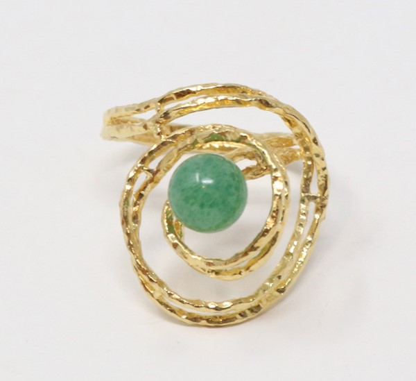 Anello in oro con giada centrale  - Auction N.191  - II, TIME AUCTION - JEWELLERY - DAL PORTAGIOIE DI UNA NOBILDONNA ROMANA E ALTRE COMMITTENZE - Casa d'aste Farsettiarte